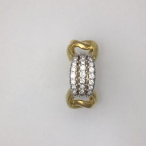Triple diamond bar ring in 18kt yellow gold with hammered finish