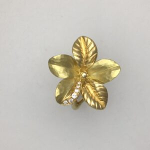 18k yg and diamond flower ring