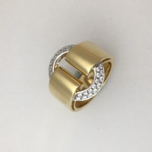 Vendorafa large oval diamond circle ring in 18k yellow gold