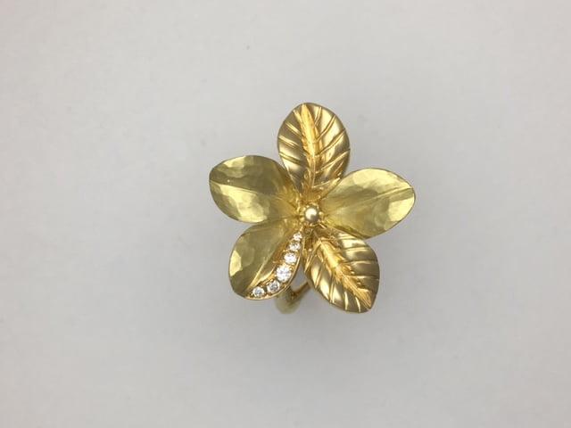 18k yg and diamond flower ring